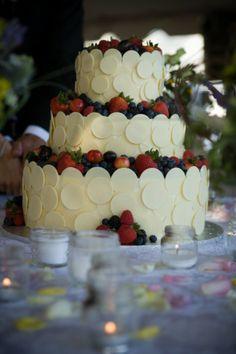 Red, white and blue wedding cake inn at stonecliffe mackinac island northern michigan wedding by http://www.paulretherford.com #puremichigan
