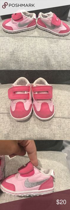 🔥🔥AUTHENTIC BABY NIKE SNEAKERS LIKE NEW 🔥🔥 Pink with silver Nike check , Velcro strap like new Nike Shoes Sneakers
