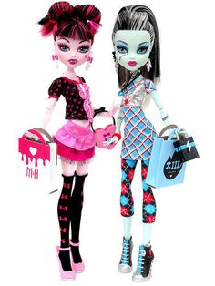 Draculaura and Frankie Stein Day at the Maul Fashion Pack Mattel Monster High doll