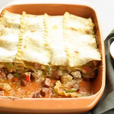 cajun food Whether it's lean vegetarian lasagna or classic meat lasagna, we can't help but go back for seconds of the wholesome pasta casserole. Go for a traditional recipe, like Bolognese Meat Lasagna, Chicken Lasagna, Chicken Casserole, Casserole Recipes, Cajun Lasagna, Casserole Ideas, Pasta Casserole, Meatless Lasagna, Sausage Lasagna