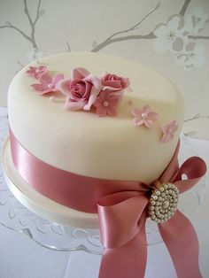 I need to learn how to make fondant Bolo Floral, Floral Cake, Pretty Cakes, Beautiful Cakes, Mini Wedding Cakes, Cupcake Cakes, Cupcakes, Wedding Anniversary Cakes, New Year's Cake