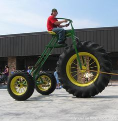 The Big Boy Trike - John Deere Tricycle Old Tractors, John Deere Tractors, Velo Retro, Monster Trucks, Pedal Cars, Custom Bikes, Cool Bikes, Cool Toys, Harley Davidson