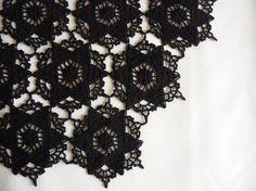 Black stars crochet table runner