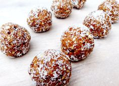 Gluten free, dairy free, vegan & paleo Vanilla Coconut Protein Balls. The perfect after gym treat!
