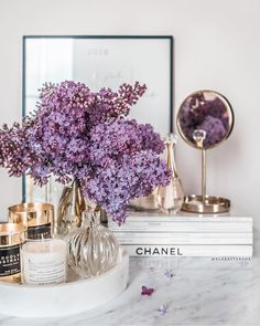 Weekend Marcel Proust & Perfect inspiration to end the Week. Lavender Aesthetic, Purple Aesthetic, Decor Interior Design, Interior Decorating, Modern Interior, Decorating Ideas, Deco Studio, Purple Interior, Purple Home Decor