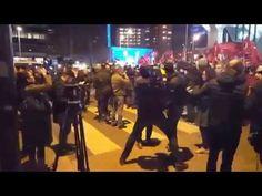 Niederlande: Türkische Ministerin vor Konsulat festgesetzt - Proteste drohen zu eskalieren — RT Deutsch
