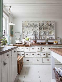 Vintage House: Köksrenovering dining room back wall