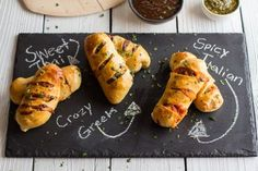 Make these mini #Stromboli for your next gathering. Perfect for parties, game day and much more. #recipes #fingerfood