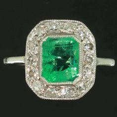 Deco green emerald ring diamonds gold 1930s