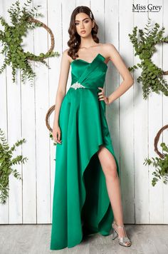 Take your occasion look to the next level with this maxi green dress. Green Maxi, Green Dress, Formal Dresses, Style, Fashion, Green, Dresses For Formal, Swag, Moda