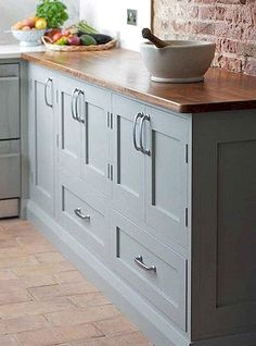 Uplifting Kitchen Remodeling Choosing Your New Kitchen Cabinets Ideas. Delightful Kitchen Remodeling Choosing Your New Kitchen Cabinets Ideas. Kitchen Cabinet Design, Farmhouse Style Kitchen Cabinets, Farrow And Ball Lamp Room Grey, Cabinet Decor, Kitchen Cabinet Styles, Kitchen Cabinets Decor, Kitchen Styling, Owl Kitchen, Kitchen Cabinets Makeover