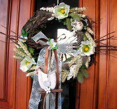 Velikonoční věneček s jemnou stuhou