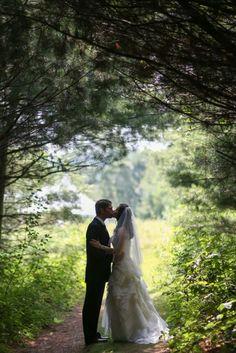 new-hampshire-bishop-farm-bride-groom-in-woods.jpg (427×640)