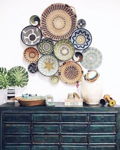 The loved interiors trend of woven basket wall decoration. Looking to get started on your basket wall? Get inspiration and shop for you basket wall decor here! Ethnic Decor, Bohemian Decor, Bohemian Wall Decor, Boho Chic, Boho Style Decor, Coastal Wall Decor, Bohemian Style, Asian Home Decor, Diy Home Decor