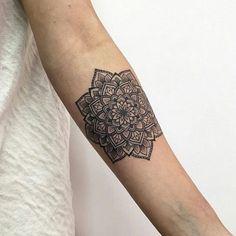 #ink #inks #tattoo #small #hinhxamdoc.net Tattoos Mandalas, Zentangle, Sunflower Mandala Tattoo, Small Tats, Tattoo Small, Kids Meal Plan, Tattoo Illustration, Lotus Tattoo, Mini Tattoos