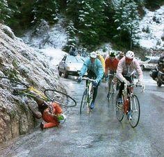 GIRO1989.Marino Lejarreta,como cayó? Old Bicycle, Bicycle Race, Old Bikes, Vintage Cycles, Cycling Art, Racing, Danger, Genre, Tobias