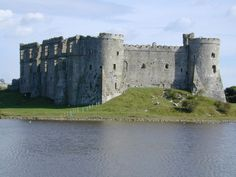 Carew Castle was built between 1280-1310, much of the construction was by Sir Nicholas de Carew, a high ranking officer and distinguished soldier during the time of Edward I. He died around 1311 and was succeeded by his son John.