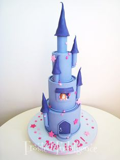 princess castle cake. tons of work but tons of fun.cute cake ive