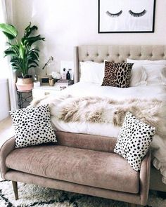 Use these gorgeous modern living room ideas, even if you have a small living room, modern, Home Decor Bedroom, Chic Bedroom, Bedroom Decor, Romantic Bedroom Decor, Home, Bedroom Design, Home Bedroom, Home Decor Styles, Home Decor