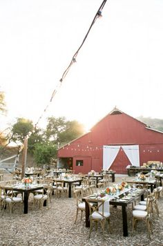 Ways To Make Your Barn Wedding Amazing - Rustic Wedding Chic Wedding Reception Design, Barn Wedding Venue, Farm Wedding, Chic Wedding, Dream Wedding, Barn Wedding Decorations, Rustic Wedding Centerpieces, Rustic Weddings, Country Weddings
