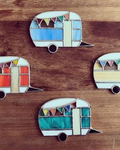 Beautiful little vintage caravan Different colours available Blue, Green, yellow, cream, orange, red Message me the colour you would like to order. Dimensions: 10cm x 7cm Thank you