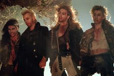 Still of Kiefer Sutherland, Brooke McCarter, Alex Winter and Billy Wirth in The Lost Boys (1987) http://www.movpins.com/dHQwMDkzNDM3/the-lost-boys-(1987)/still-474272512