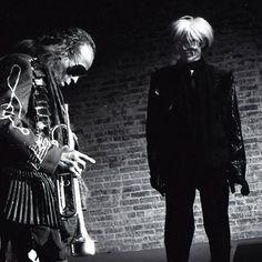 Miles Davis & Andy Warhol, The Tunnel Club, NYC, February 1987 by Jonnie Miles - Warhol died less than a week later Andy Warhol, Jazz Artists, Jazz Musicians, Miles Davis, Santa Monica, Francis Wolff, Pop Art, Jazz Blues, American Artists
