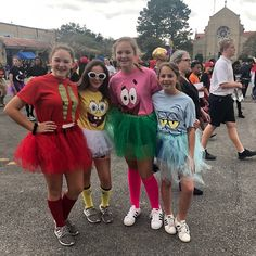 Characters Sponge and friends Theme Hand Painted Shirt sewcutebyjulie added a photo of their purchase Cute Group Halloween Costumes, Costumes For Teens, Cute Costumes, Halloween Outfits, Group Costumes, Costume Ideas, 90s Costume, Teacher Costumes, Zombie Costumes