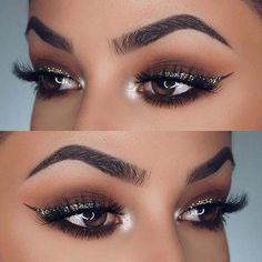 Silver Glitter Eyeliner Makeup Idea for NYE - Eye Makeup Glitter Eyeliner, No Eyeliner Makeup, Eye Makeup Tips, Makeup Tricks, Skin Makeup, Makeup Ideas, Makeup Tutorials, Silver Glitter Eye Makeup, Sparkle Makeup