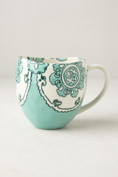 Inexpensive, elegant and versatile, pottery is a worthwhile addition to your home, and you should definitely consider getting some for your interior design project. Pottery is used to decorate diff… Tassen Design, Sculptures Céramiques, Cute Cups, Cool Mugs, My Cup Of Tea, Pottery Painting, Tea Mugs, Mug Cup, Tea Set