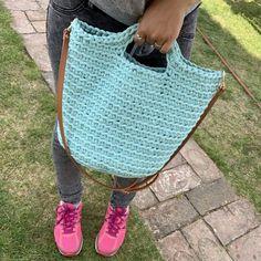 Straw Bag, Diy And Crafts, Knitting, Handmade, Crochet Bags, Fashion, Trapillo, Creative, Crochet Purses