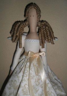Corpo e roupa em tricoline 100% algodão  Detalhes: fita e rosa de cetim  Sandalias - sola de feltro e flor de cetim  Cabelo - rami natural cacheado artesanalmente R$ 90,00