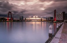 Willemsbrug Rotterdam bij zonsondergang