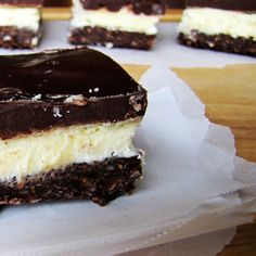 Samoas Nanaimo Bars- The classic Canadian dessert with a Samoas cookie crust, custard butter filling, and chocolate ganache. By Rumbly in my Tumbly Cookie Crust, Cookie Bars, Samoa Cookies, Nanaimo Bars, Desserts To Make, Cupcake Cookies, Cupcakes, Brownie Bar, Let Them Eat Cake