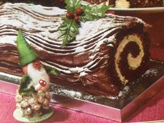 This festive recipe comes from the Woman's Own Book of Cake Decorating & Cake Making Vintage Christmas Recipe . Yule Log, Vintage Recipes, Food Festival, How To Make Cake, Vintage Kitchen, Vintage Christmas, Cake Decorating, Recipe Books, Desserts
