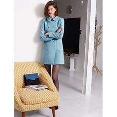 Sobretudo em tweed, vintage Mademoiselle R Mademoiselle R, Moda Minimal, Style Minimaliste, Tweed Coat, Minimal Fashion, Minimal Style, Double Breasted, High Neck Dress, Dresses For Work