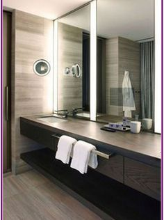 I've been spotting some fantastic DIY vanity mirror recently. Here are 17 ideas of DIY vanity mirror to beautify your room Bathroom Mirror Makeover, Diy Vanity Mirror, Small Vanity, Diy Bathroom Remodel, Bathroom Interior, Bathroom Vanities, Mirror Bathroom, Corner Vanity, Vanity Tops