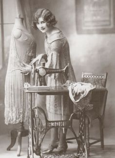 A young woman with a sewing machine c. Our Mom had a sewing machine just like that. I remember sewing on it, Wish I still had it :) Images Vintage, Photo Vintage, Vintage Pictures, Vintage Photographs, Antique Sewing Machines, Vintage Sewing Patterns, Retro, Etiquette Vintage, Sewing Art