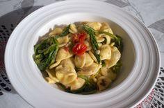 Petite variation sur un plat typique des Pouilles à base de brocoli-rave : Orecchiette alle cime di rapa.