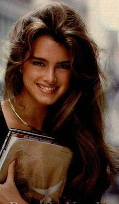 Brooke Shields, Famous Style , Hate yo ass Der junge Johnny Depp: Foto, by Inez & Vinoodh for Vogue Paris 2010 Kurt Cobain Gone too soon. Brooke Shields Joven, Brooke Shields Young, Pretty People, Beautiful People, Beautiful Women, Provocateur, Actrices Hollywood, Cute Hairstyles, 1970s Hairstyles