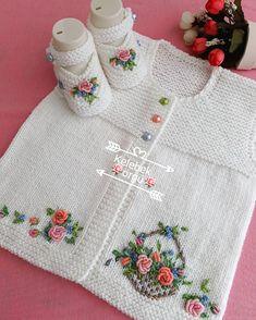 Zuhal Karaman 🦋🦋🦋 (@kelebek_orgu) | Instagram photos and videos Knitting For Kids, Crochet For Kids, Baby Knitting Patterns, Knitting Stitches, Baby Patterns, Crochet Baby, Hand Knitting, Knit Crochet, Baby Vest