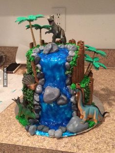My best friend made my two-year-old a birthday cake. http://bit.ly/1Ye72ld Related http://bit.ly/1SZVOu7