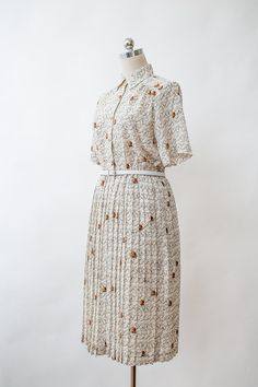Cute beige boat and canon printed collared dress from the 70s.  Condition: Excellent Vintage. No Major Visible fault. Color: beige, brown Material:
