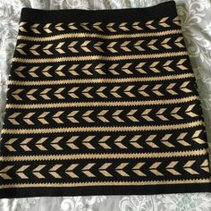 Black/gold Arrow Bandage Skirt Material is thick, like a sweater skirt. Fabulous print, fun for a girls night out. Forever 21 Skirts Mini