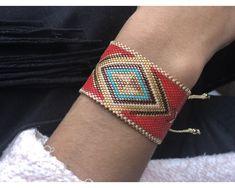 Ladrillo 2122 Beaded Jewelry Designs, Bead Jewellery, Handmade Jewelry, Beaded Choker, Beaded Bracelets, Bead Embroidery Jewelry, Tear, Loom Beading, Bracelets