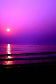 images Purple Sunset and Driftwood at purple beach sunset customized Ramba PM Thanks Ramba. Purple Beach, Purple Sunset, Sunset Colors, Sunset Beach, Purple Art, Beautiful Nature Wallpaper, Beautiful Sunset, Beautiful Landscapes, Sky Aesthetic