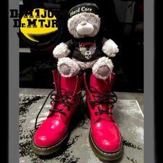 Dr Martens 1460  vernis - Photo issue du Groupe Dr Martens https://www.facebook.com/groups/drmartensforever #drmartenstoujours #drmartenstoujours #drmartens #drmartenstyle #docmartens #drmartensoriginal #drmartensfrance #vintage #doc #docslife #docs4life #dr #martens #boots #cuir #dms #lifestyle #worndifferent #bootslover