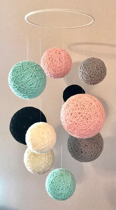 yarn Ball Mobile - Yarn Ball Mobile in Aqua, Blush, Gray, Black and Off White. Diy Crafts For Home Decor, Diy Crafts Hacks, Diy Crafts For Gifts, Diy Wall Decor, Creative Crafts, Yarn Crafts, Decor Room, Yarn Ball, Handmade Ideas