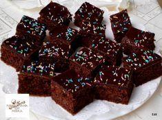 Egy finom Kakaós-diós kocka ebédre vagy vacsorára? Kakaós-diós kocka Receptek a Mindmegette.hu Recept gyűjteményében! Hungarian Desserts, Poppy Cake, Muffin, Baking, Sweet, Dios, Candy, Bakken, Muffins