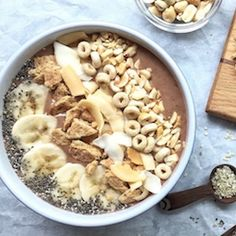 PB and Banana Smoothie Bowl - so yummy looking!! recipe by @MealMakeoverMom
